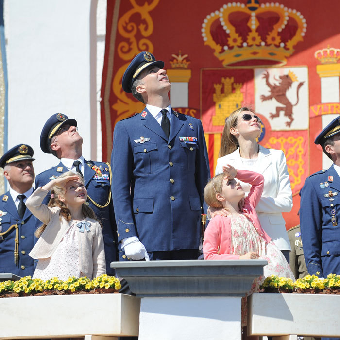 The little Princesses gazed up alongside their mom and dad during a 2014 Military Ceremony. 