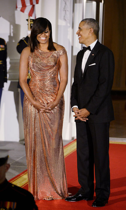 "First Lady <a href=""https://us.hellomagazine.com/tags/1/michelle-obama/""><strong>Michelle Obama</strong></a> dazzled at her last White House State Dinner on October 18, 2016 wearing a custom rose gold gown by Italian label Atelier Versace. The mom-of-two's fashion choice was a sartorial nod to President <a href=""https://us.hellomagazine.com/tags/1/barack-obama/""><strong>Barack Obama</strong></a>'s guests of honor, Italian Prime Minister Matteo Renzi and his wife, Agnese Landini.