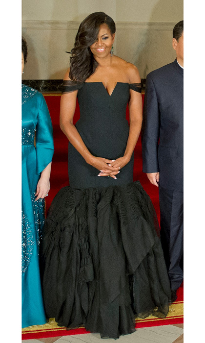 When it came to welcoming President XI Jinping of China and Madame Peng Liyuan to the White House in September 2015, Michelle opted for a black off-the-shoulder mermaid gown by Vera Wang. 