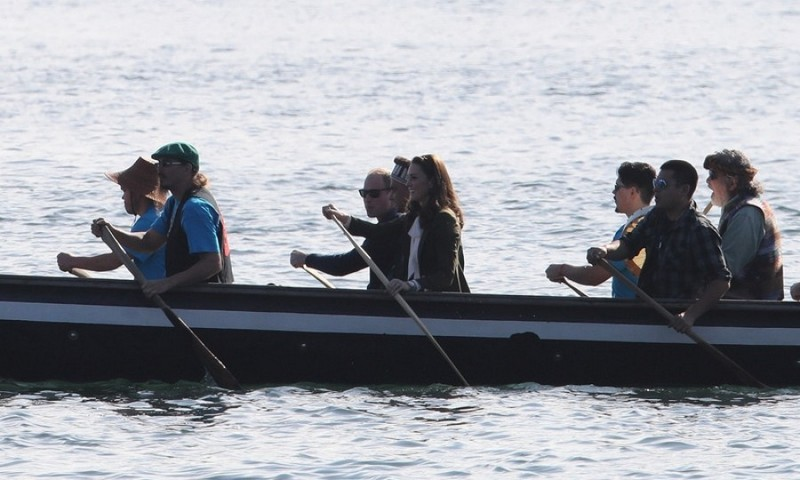 During the royal tour of Canada 2016, Kate Middleton tested out her rowing skills in British Columbia.