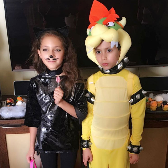 Jennifer Lopez has two of the cutest trick-or-treaters in her household!  sc 1 st  Hello! & Hollywood parents are good sports as they dress up on Halloween with ...