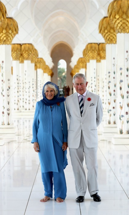 Prince Charles and Camilla, who took off her shoes, paid a visit to the Grand Mosque in Abu Dhabi, United Arab Emirates.
