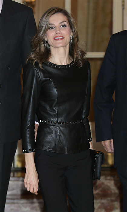 In November 2016, the former TV anchorwoman wore a new studded black leather top by Uterque for a journalism awards ceremony at the Hotel Ritz in Madrid. 