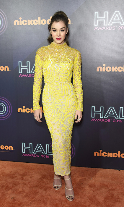 "Actress <a href=""https://us.hellomagazine.com/tags/1/hailee-steinfeld/""><strong>Hailee Steinfeld</strong></a> attended the Nickelodeon Halo Awards 2016 wearing a gorgeous canary J. Mendel beaded dress.