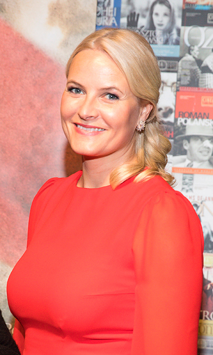 "<a href=""https://us.hellomagazine.com/tags/1/crown-princess-mette-marit/""><strong>Crown Princess Mette Marit</strong></a> had a hint of radiance and rosy lips to match her dress for the special screening of <I>The King's Choice</I> at TIFF Lightbox during their Royal Tour of Canada.