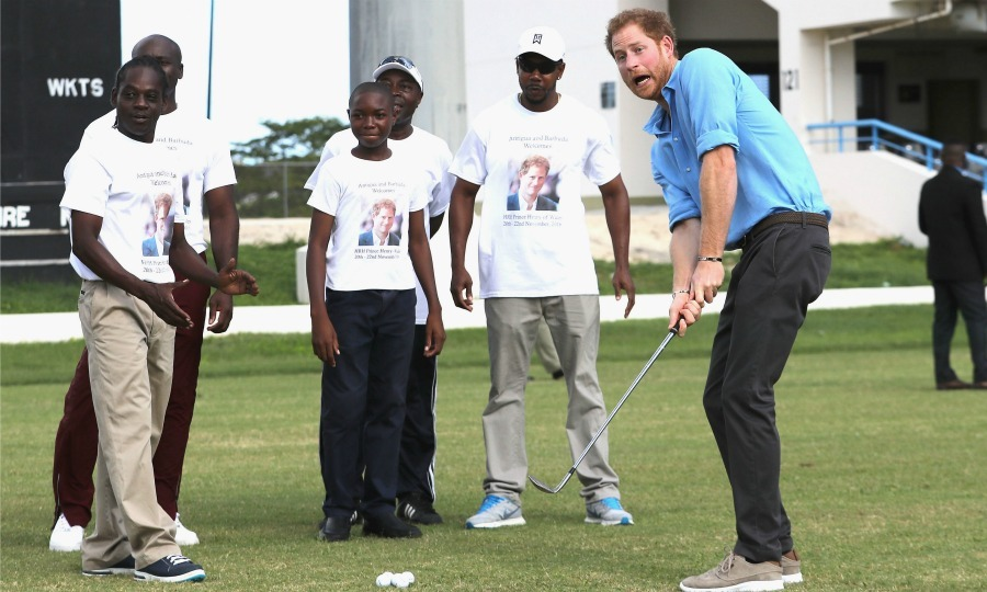All eyes were on Harry as he played a round of golf. 