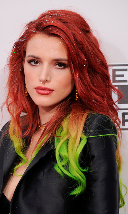 Actress Bella Thorne didn't go unnoticed at the American Music Awards in Los Angeles, trying out this bold look: green ombré hair, complete with sparkles and a nose ring on the red carpet.
