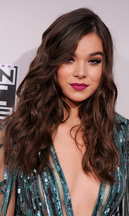 Singer-actress Hailee Steinfeld channeled mermaid vibes with her tousled waves and sequined teal dress at the 2016 American Music Awards.