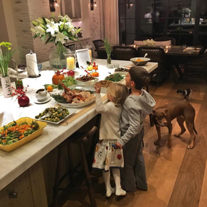 "Gisele Bündchen's feast looked like it was proving tempting for her little ones! The supermodel captioned the photo: ""Thank you God ❤️❤️ Obrigada Deus #happythanksgiving"".