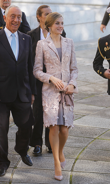 Queen Letizia of Spain looked lovely in lilac for her visit to the Chamber of Commerce of Porto during her official visit to Portugal with husband King Felipe on November 28. The Spanish Queen also wore this coat for the Royal Wedding of Stephanie and Guillaume of Luxembourg.