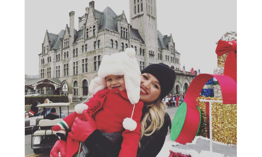 "<a href=""https://us.hellomagazine.com/tags/1/kelly-clarkson/""><strong>Kelly Clarkson</strong></a> took her daughter River to her first Christmas parade in Nashville.