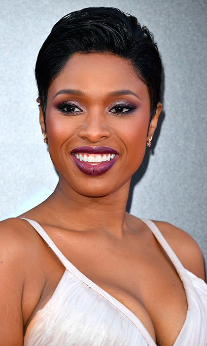 We love Jennifer Hudson's cute crop and deep oxblood lip color at the Premiere Of Universal Pictures' 'Sing' in Los Angeles, California. 