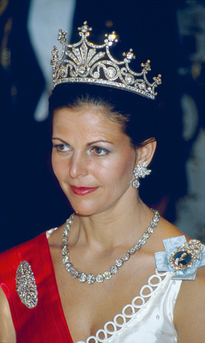 Queen Silvia has had many years to discover her favorites and has taken a liking to the diamond Victorian 9-pronged tiara. 