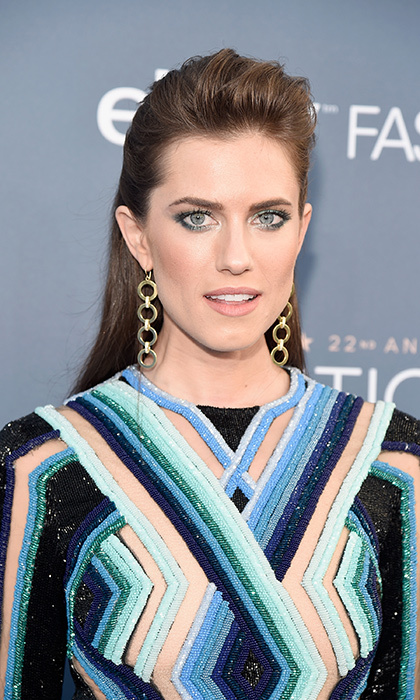 Allison Williams chose silver-blue eyeshadow to match her eyes and gown at the 22nd Annual Critics' Choice Awards on December 11 in Santa Monica.
