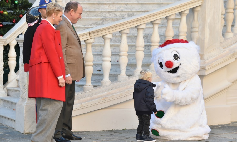 Jacques was in the holiday spirit as he had a cute introduction with a snowman. 