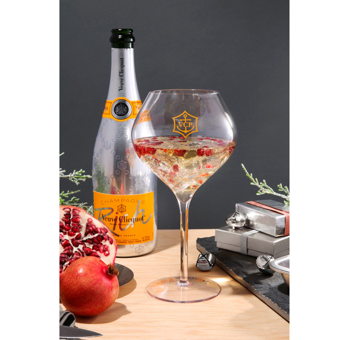 <b>VEUVE CLICQUOT RICH POM-FIZZ-CLINK</b>