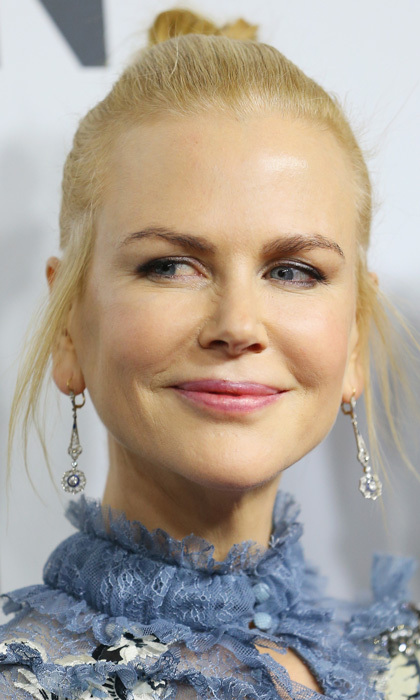 Nicole Kidman matched her eyeshadow to her chic blue frock for the Australian premiere of <i>Lion</i> in Sydney. The actress topped off her look with a delicate, pink lip.