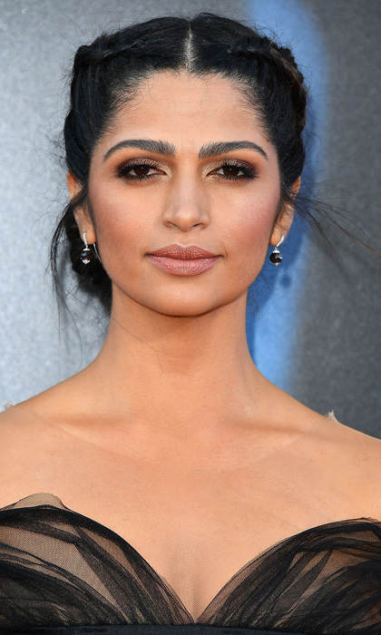 Camila Alves completed her sultry look with smokey eye makeup and a pale lip for the premiere of <i>Sing</i> in Los Angeles.