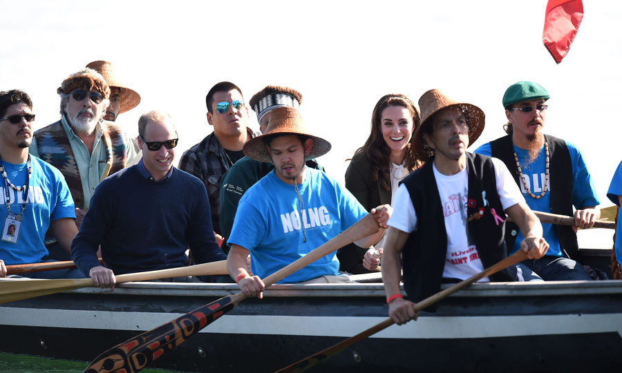 Kate and William helped row a 25 foot Haida war canoe during their visit to the island of Haida Gwaii during the Royal Tour of Canada.
