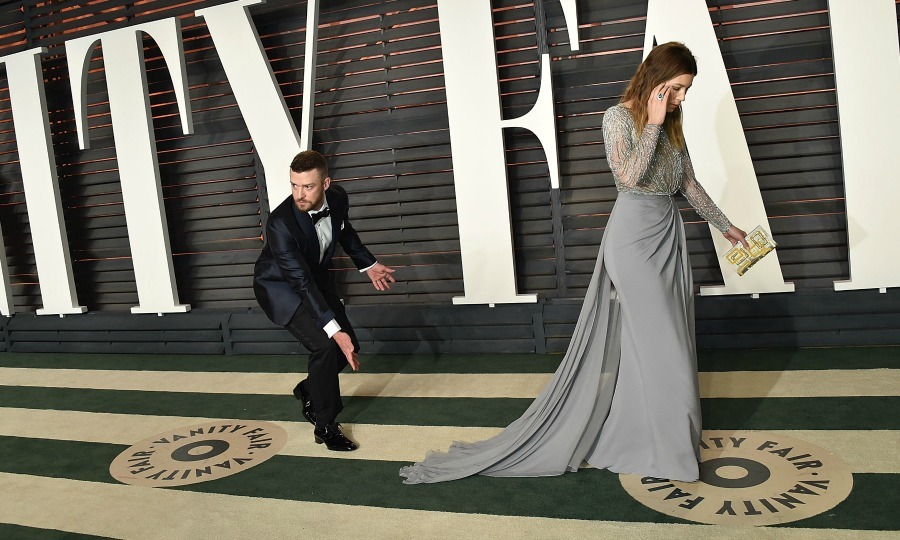 Justin Timberlake highlighted his wife Jessica Biel's stunning dress for photographers at the 2016 Vanity Fair Oscar party. 