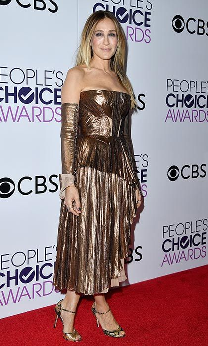 January 18: Sarah Jessica Parker worked the season's metallic trend in this gold bandeau dress at the People's Choice Awards 2017 at Microsoft Theater in Los Angeles. 