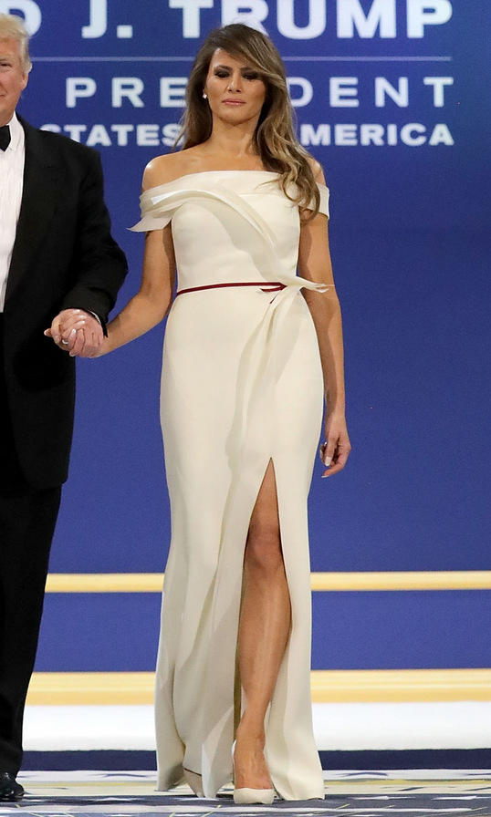 <B>INAUGURAL BALL BELLES</B>