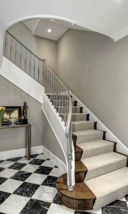 <b>Staircase</b>