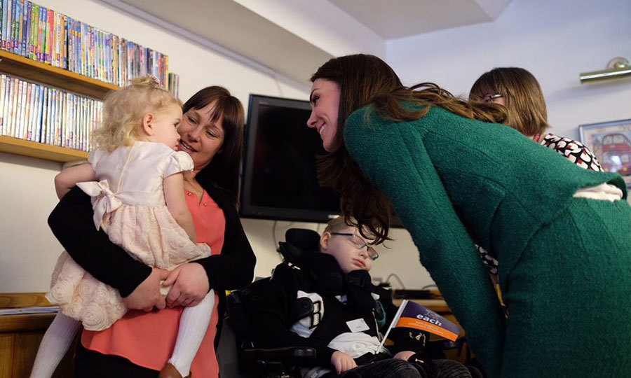 The mom-of-two showed off her maternal side meeting a little girl at the hospice, which opened in 1991.