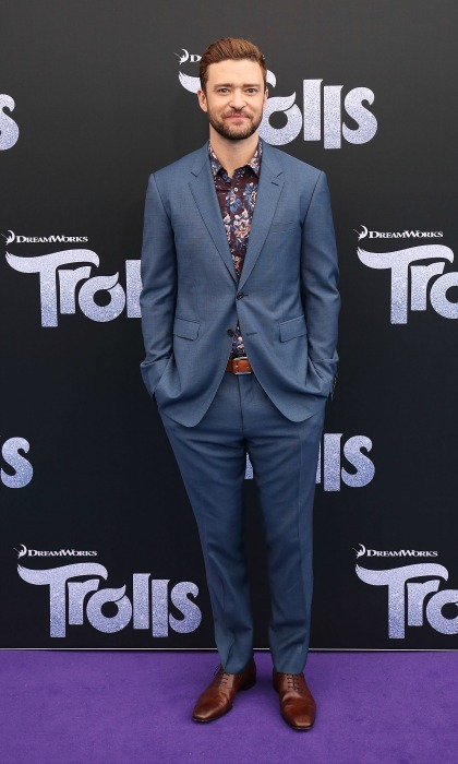 No tie, no problem! The head <i>Troll</i> remained fashion forward during the film's Australian premiere in November 2016. 