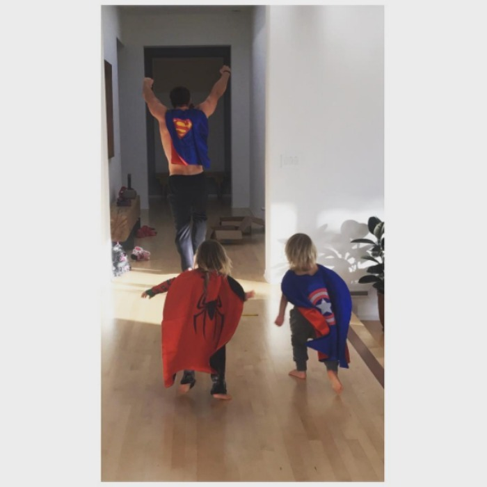 Supermen in training! Chris Hemsworth and his twin boys Sasha and Tristan had a fun day at superhero camp. Photo: Instagram/@elsapatakyconfidential