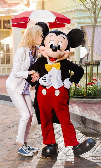 "Don't tell Keith! Oscar nominee Nicole Kidman placed a sweet smooch on Mickey Mouse during her ""magical family weekend"" at Walt Disney World's Magic Kingdom Park.