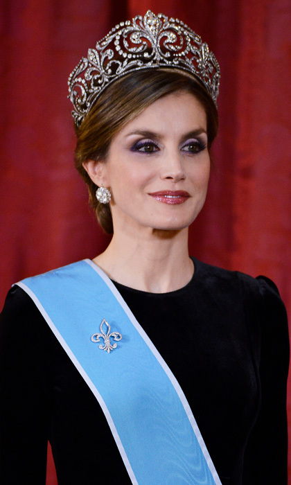 Queen Letizia dazzled wearing the Fleur de Lys tiara for the first time at a gala dinner in Madrid, Spain held for Argentina's first couple. 