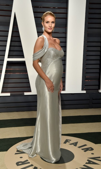 Rosie Huntington-Whiteley showed off her bump in a flowing silk gown during the 2017 Vanity Fair Oscar Party hosted by Graydon Carter in Beverly Hills. 