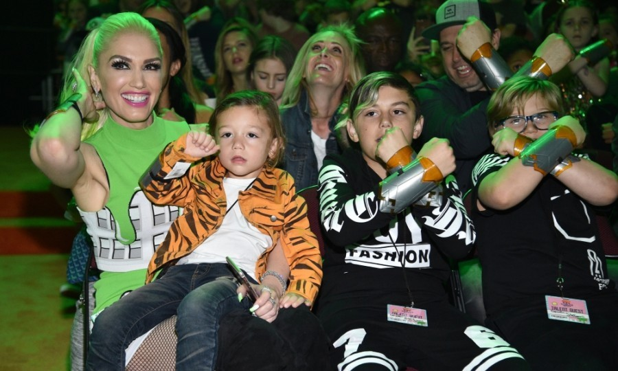 A giddy Gwen Stefani was joined by her adorable sons, Apollo, Kingston, and Zuma, at the 2017 Kids' Choice Awards. The foursome looked adorable in the front row, rocking out to the music and having a blast throughout the show. Apollo, 3, sat on his mom's lap, wearing a cute sweater with tiger stripes.
