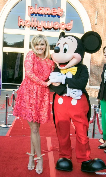 Reese Witherspoon and Mickey Mouse got cozy at the opening of Planet Hollywood Disney Springs.