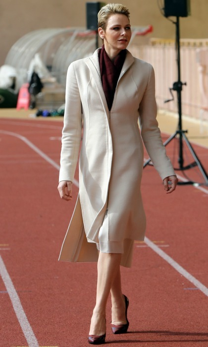 A day for sports and fashion! Princess Charlene took on the rugby field in long cream coat, paired perfectly with a burgundy scarf and pumps during the International Rugby tounament.