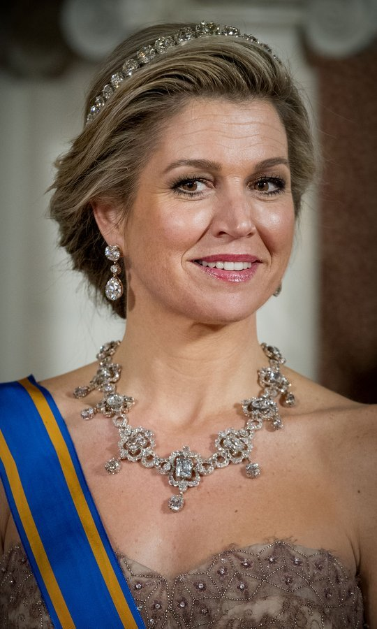 For the state banquet, Queen Maxima accessorized with jewels fit for – what else? – a queen! She donned the heirloom Diamond Bandeau tiara and the House Diamond necklace, which was last worn by Juliana of the Netherlands, who became queen in 1948.