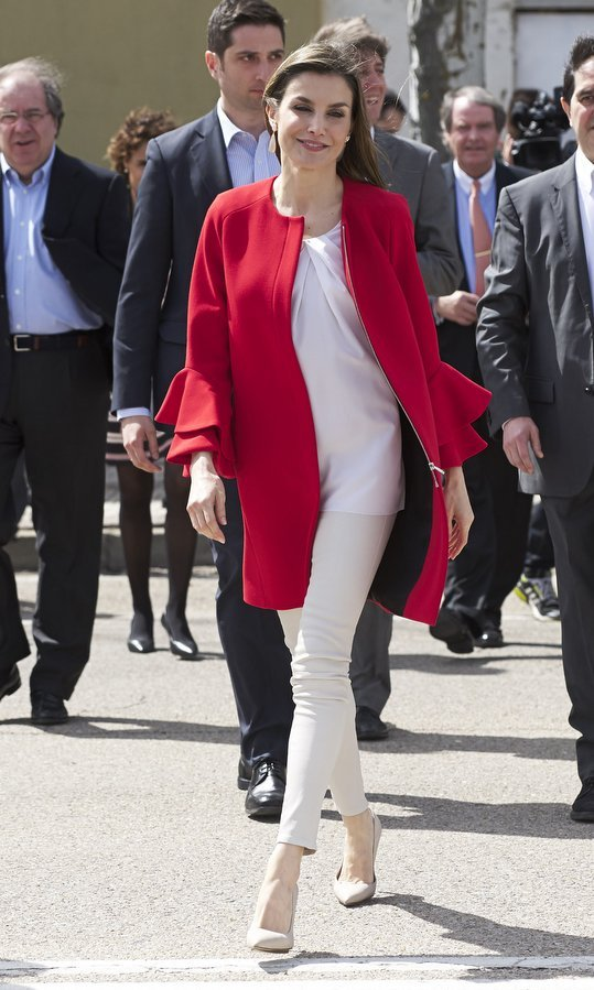 Queen Letizia breezed into the '2017 Princess of Girona Foundation' awards ceremony in all white topped with a cute red coat in Soria, Spain on March 30. 