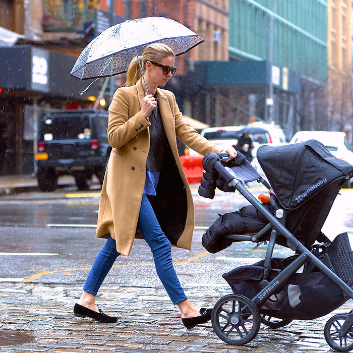 The mom-of-one wore a timeless combo of skinny jeans, loafers, and a camel coat on a rainy Manhattan day with baby Lily in February 2017.