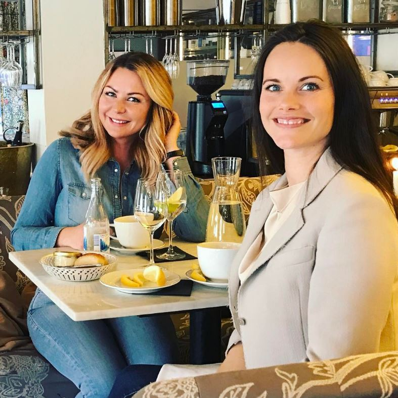 Pregnant Princess Sofia was a lady who lunches with friend Ida Backlund in Stockholm, Sweden. The two ladies were all smiles as the royal caught up with the investor & founder of Rapunzel.com, which is a hair company.