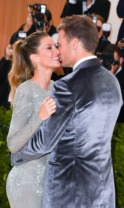 Co-chairs Gisele Bundchen and Tom Brady weren't shy when it came to PDA on the red carpet at the 2017 Costume Institute Gala.