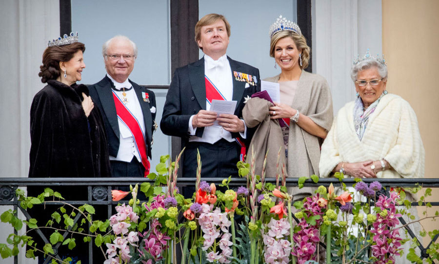 Despite the chilly temperature in Oslo, King Carl Gustaf and Queen Silvia of Sweden, King Willem-Alexander and Queen Maxima of The Netherlands and Princess Astrid of Norway joined the birthday King and Queen on the balcony of the Royal Palace.