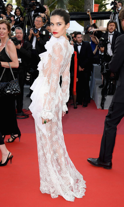 Sara Sampaio got cheeky in a white lace Francesco Scognamiglio Spring 2017 Couture gown at <i>The Killing of a Sacred Deer</i>.