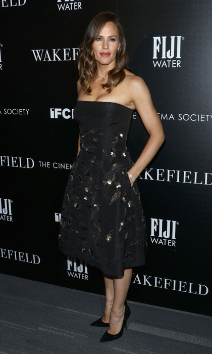 Jennifer Garner showed off her toned arms in a black strapless t-length dress for the Fiji Water sponsored premiere of <i>Wakefield</i>.