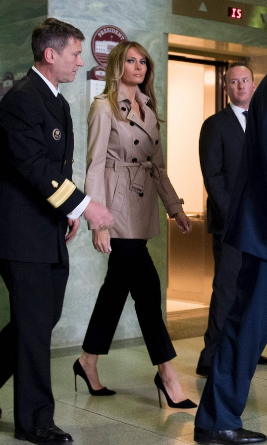 Keeping it simple and subdued, a classic trench was the coat of choice on April 27, 2017 as Melania arrived for a purple heart ceremony for Sergeant First Class Alvaro Barrientos at Walter Reed National Military Medical Center in Bethesda, Maryland.