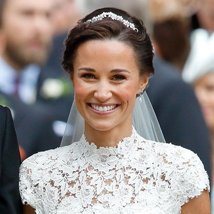 <B>WEAR A MINI-TIARA</B>