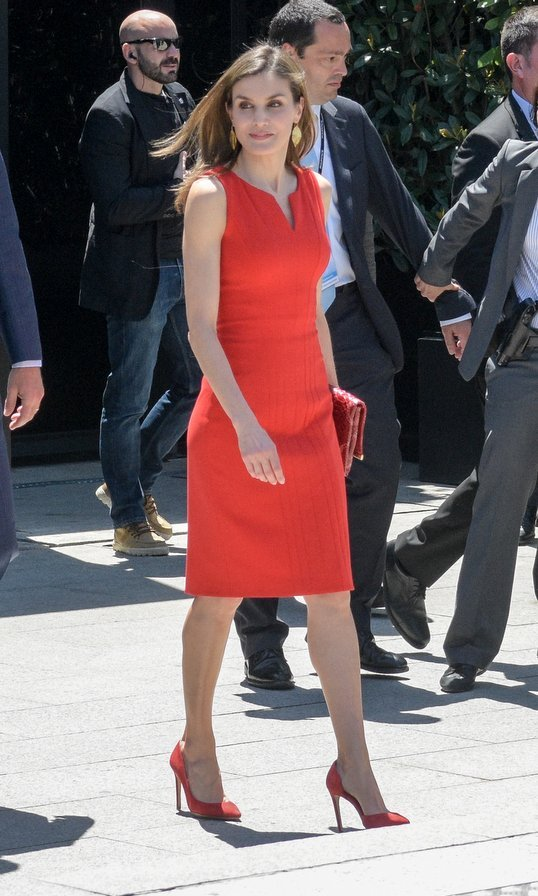 If three's a trend, red is definitely a hot shade for the royals this month! Here's Queen Letizia of Spain in a LRD at the 'La Caixa' Scholarships event in sunny Barcelona.