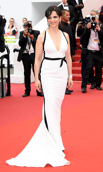 Juliette Binoche was simply chic in a black and white gown on the <I>Amant Double (L'Amant Double')</I> red carpet.