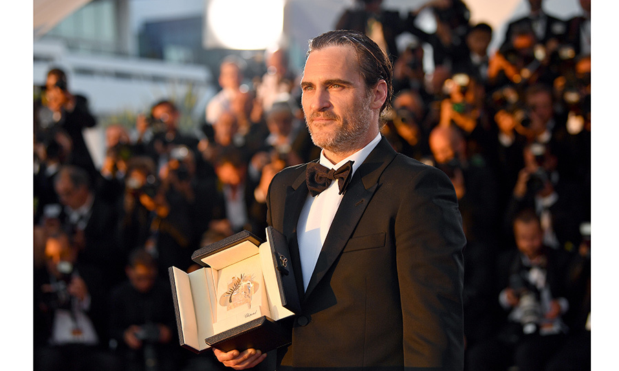 Joaquin Phoenix, who was named Best Actor for his part in the movie <I>You Were Never Really Here</I>, with his trophy during the Palme D'Or Winners' photo call.