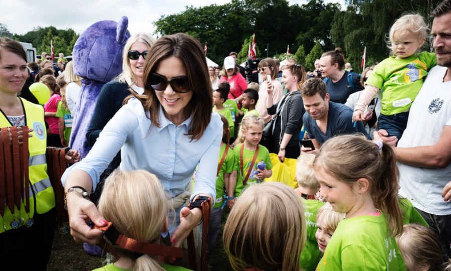 Crown Princess Mary handed out medals to children who participated in the annual Free from Bullying relay race held at Fælledparken, Copenhagen on June 10. The race, which has been put on by the Princess since 2008, hosted 1,847 participants ranging from ages 0-13. 